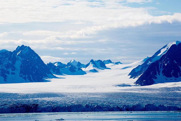 Isbre på Svalbard. Foto: Yngve Vogt/UiO