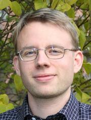 Lars H. Gulbrandesen i grønne omgivelser