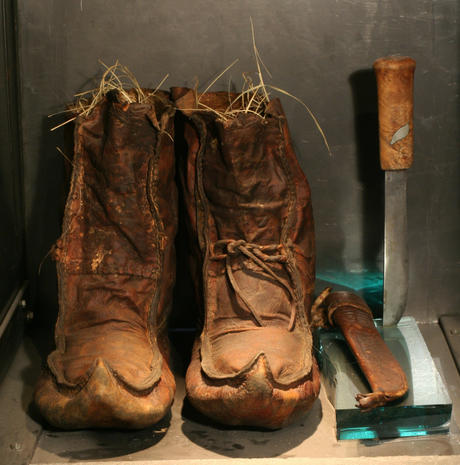 Fridtjof Nansen's boot and knife