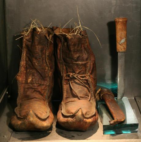 Fridtjof Nansens støvler og kniv fra Fram-ekspedisjonen