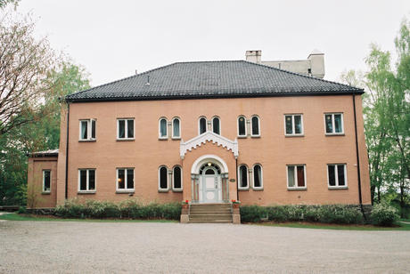 Polhøgda. Courtyard side, with main entrance