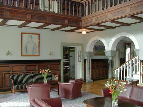 Polhøgda, Peisestuen i 1. etasje.