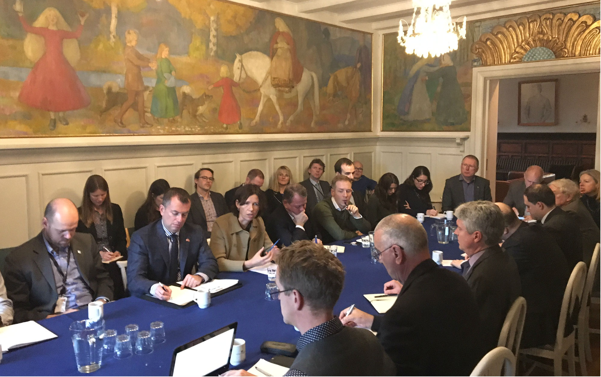 Roundtable discussion on Arctic issues at FNI. Photo: Karoline Flåm