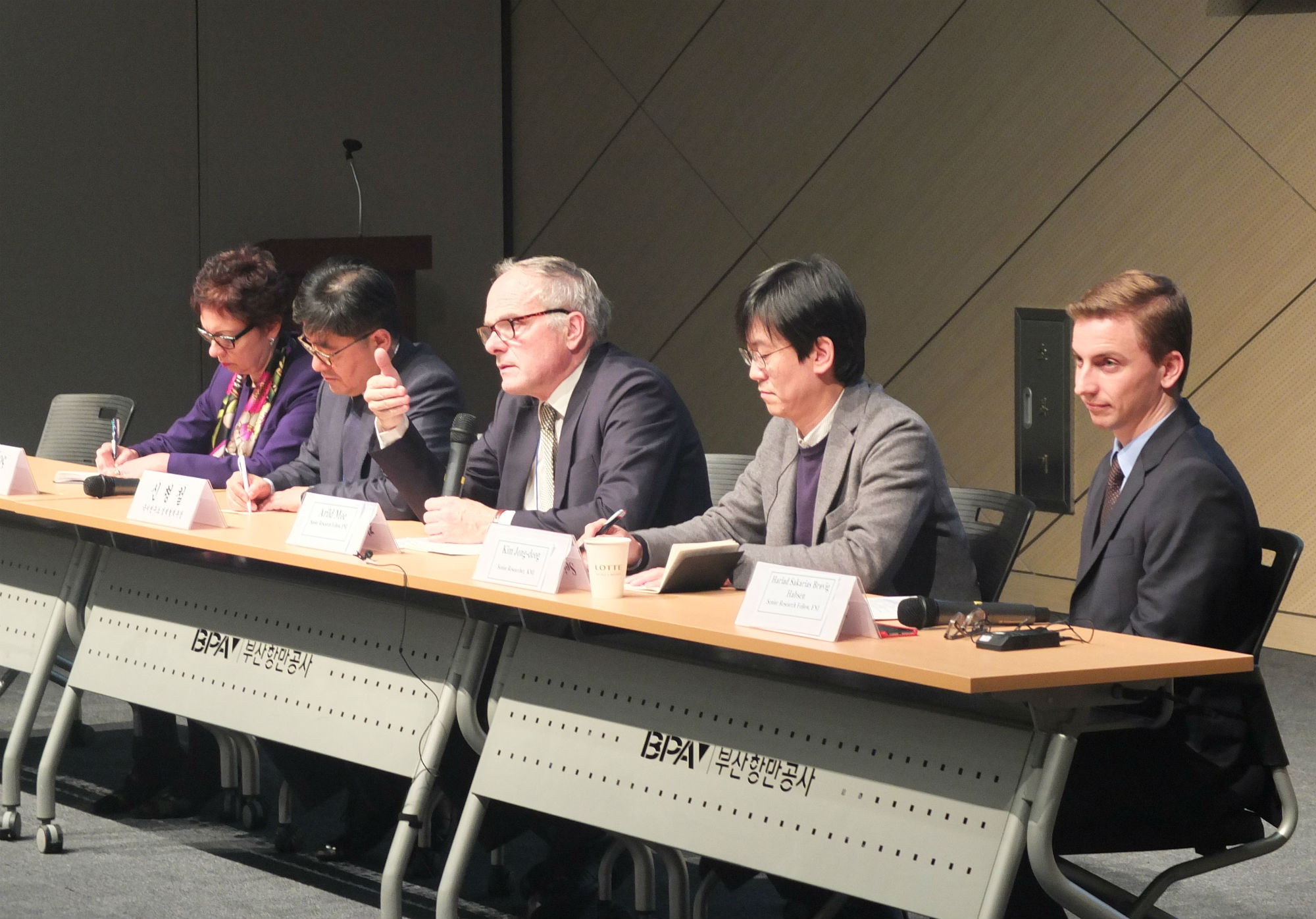 Panel discussion led by senior research fellow Arild Moe during the Arctic Week in Busan. Photo: Norwegian Embassy.