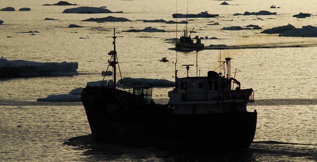 Fiskebåt i arktisk farvann. Foto: Peter Prokosch, Grid Arendal