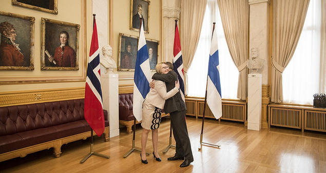 Finnish and Norwegian parliamentary speakers meet at a gathering to celebrate the centenary of Finland's independence last week. Photo: Stortinget.