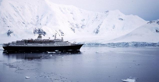 The cruiseship Marco Polo in Antarctic waters. Photo: Peter Prokosch, Grid Arendal