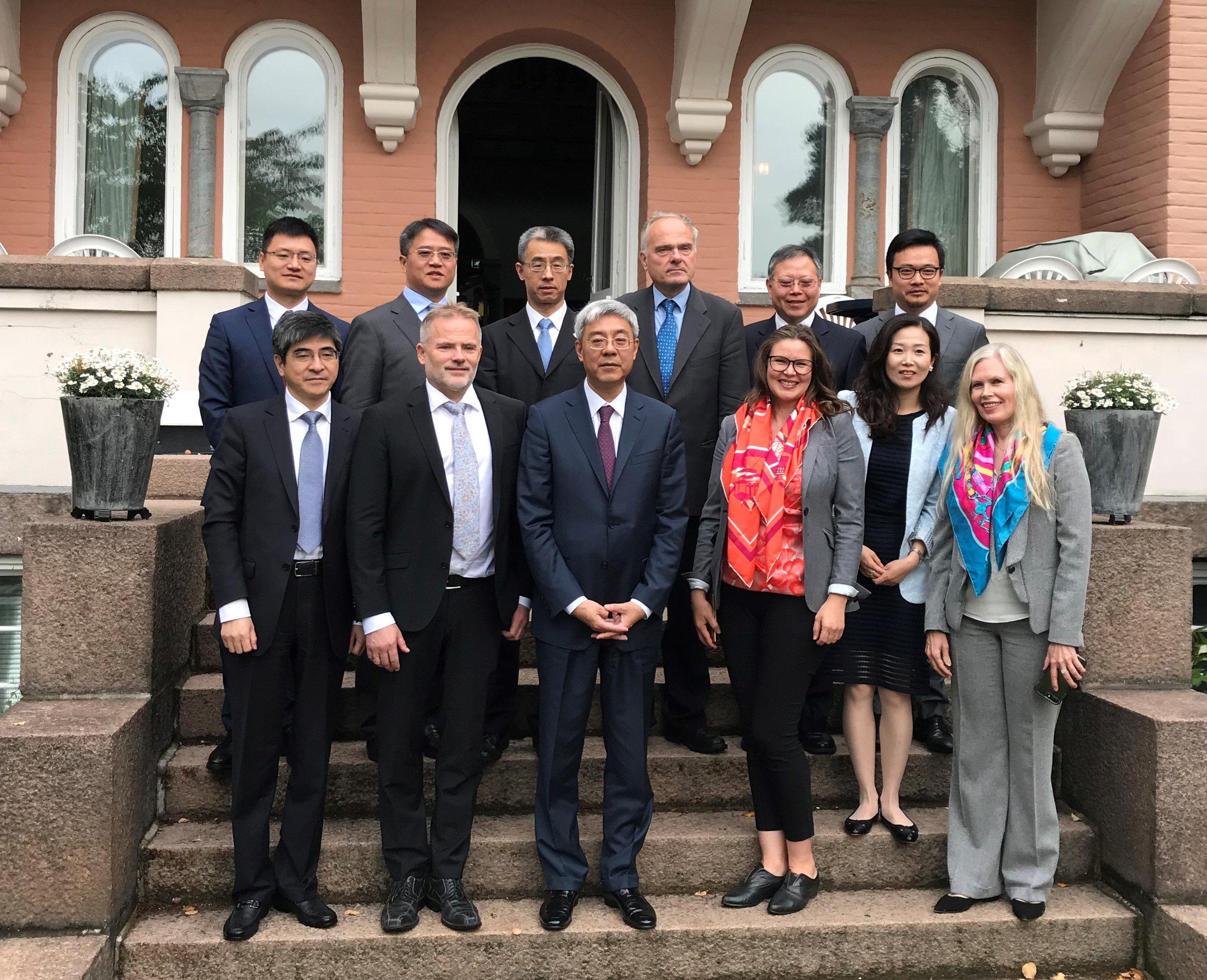 Shanghai high-level delegation on the stairs of Polhøgda (Photo: Claes Lykke Ragner)