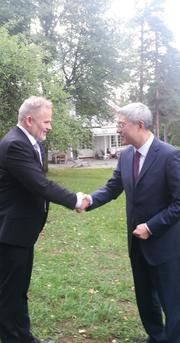 FNI Director Geir Hønneland welcomes Shanghai CPC Deputy Secretary Mr. Yin Hong to Polhøgda (Photo: Iselin Stensdal)